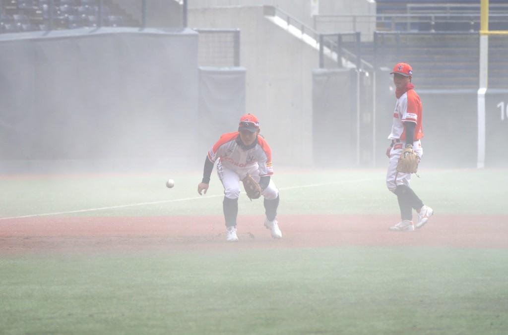 霧の中の高須コーチ